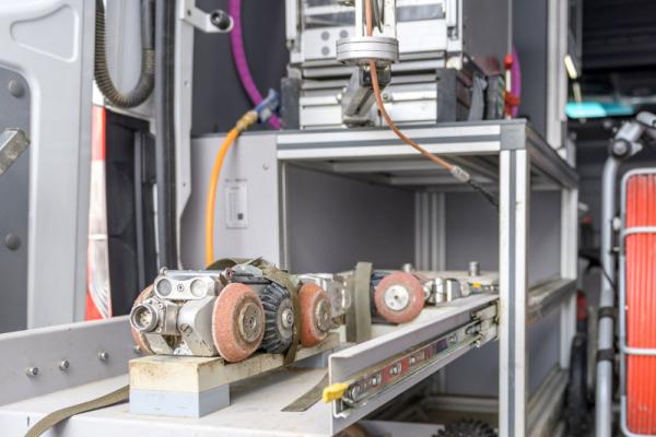 Csatornakamerás diagnosztikai vizsgálatot végző tehergépjármű