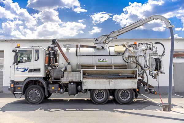 Kombinált csatornatisztító tehergépjármű
