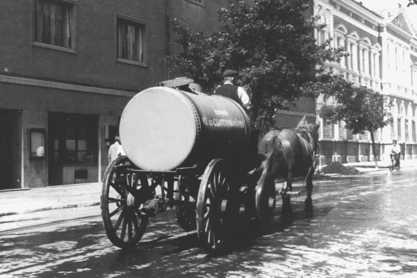 Lajtoskocsi a Lackner Kristóf utcában