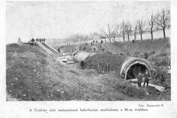 Tunel építése, Rák-patak befedése